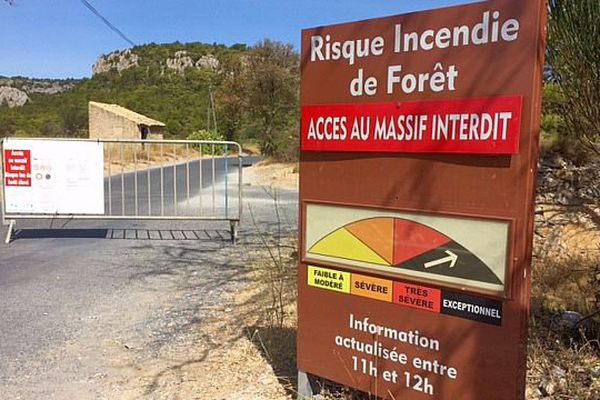 Aude - les massifs forestiers interdit à toute circulation à cause des risques incendie - septembre 2016.