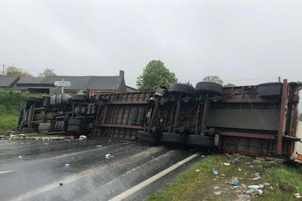 A Saint-Brandan, un camion couché sur la route à la suite d'un accident