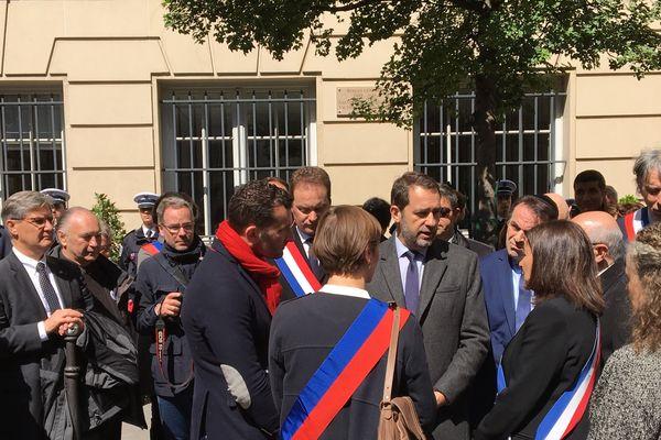 Le ministre de l'Intérieur Christophe Castaner et la maire de Paris Anne Hidalgo, présents pour rendre hommage à Ronan Gosnet.