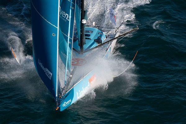 Le Linked-Out de Thomad Ruyant au départ de la course, le 8 novembre.