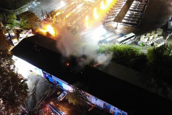 Au sud de Montpellier (Hérault), des bâtiments ont pris feu dans la nuit du jeudi 21 octobre 2021, vers 4 heures du matin. Le feu a été maîtrisé par les sapeurs-pompiers.
