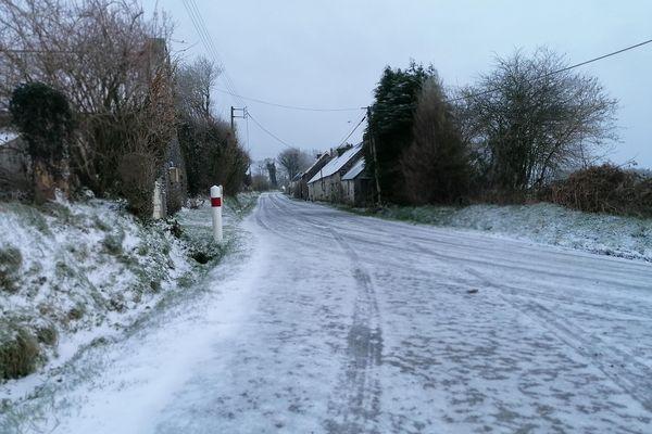 Avec la neige et les pluies verglaçantes, les routes sont très dangereuses dans les Côtes d'Armor, comme ici à Plévin