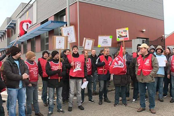 Les salariés d'Itron protestent contre la décision de la maison-mère de fermer le site d'Haguenau en 2018.