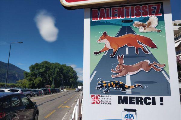 Des panneaux ont été installés à Aix-les-Bans pour sensibiliser à la protection des animaux sauvages victimes de la route.