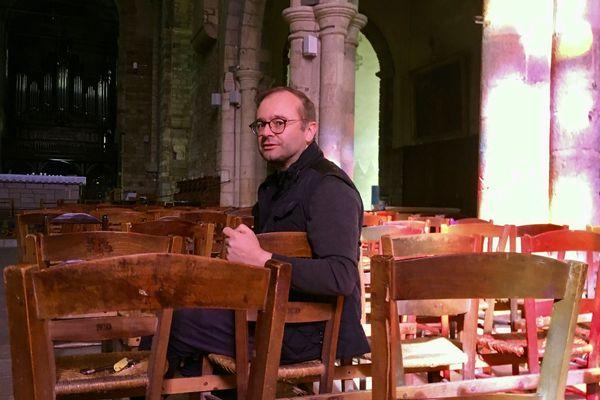 Le père Nicolas Guillou se sent bien seul dans son église