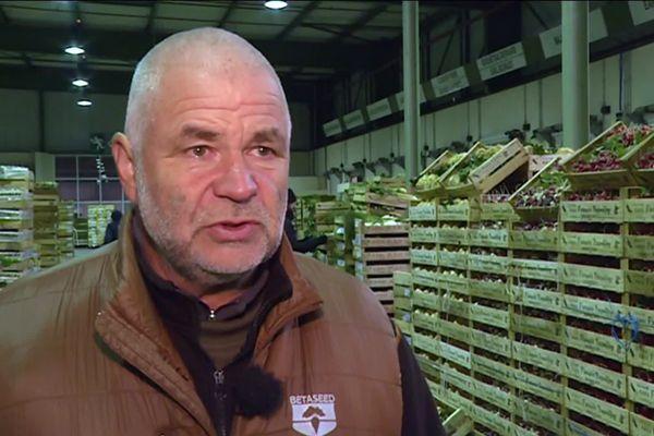 Francis Tremblay vend des milliers de palettes de légumes sur le Carreau des producteurs de Rungis. Chaque centime compte.