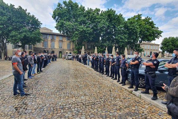 Pas de drapeaux de syndicat lors de cette manifestation de policiers. Plusieurs unités du Vaucluse étaient représentées.