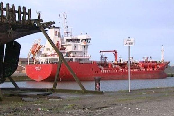 Le Deniz-S amarré dans le port de Dunkerque