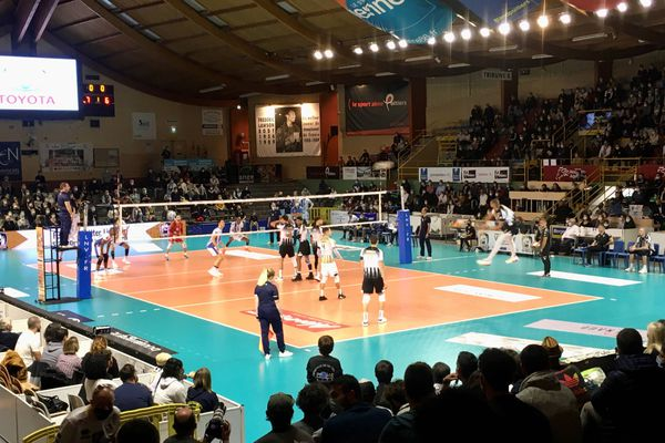 Poitiers s'est incliné 1-3 sets face à Tours.