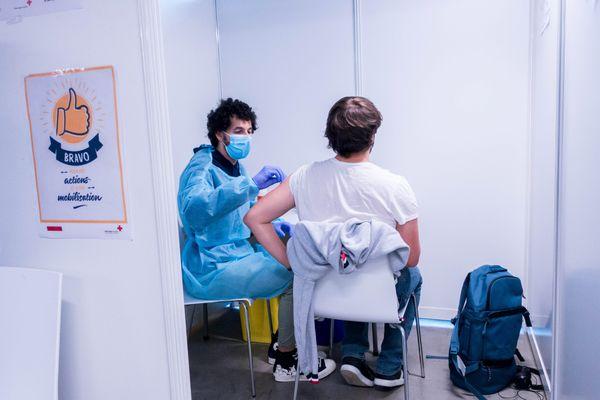 En Occitanie, environ 56% des habitants ont au moins reçu une dose de vaccin au 22 juillet 2021.