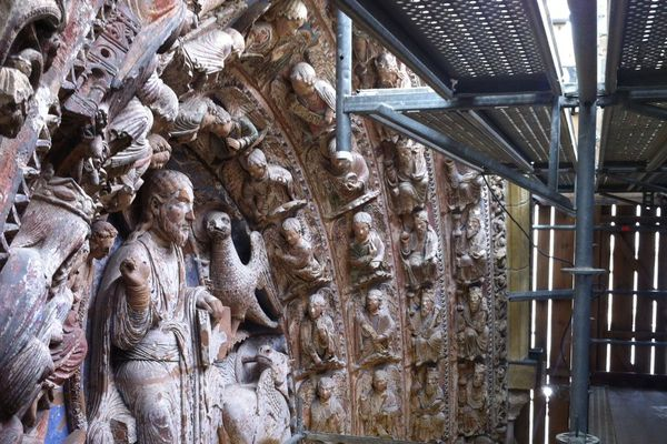 Les statues peintes du portail de la cathédrale d'Angers