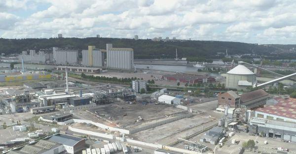 Vue aérienne de la zone de stockage de Lubrizol et de Normandie Logistique 1 an après l'incendie