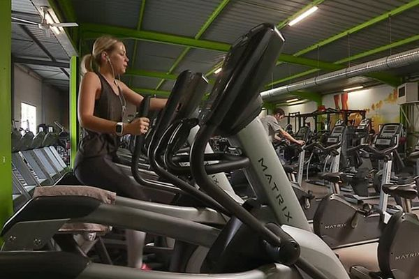 Face au succès des salle de cross training, les chaînes de salles de gym s'adaptent et ouvrent aussi ce type de structures. C'est le cas de Liberty Gym et C. Box rue Edison à Besançon.