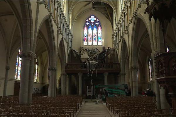 L'orgue de l'église de Saint-James a été détruit à 90% par l'effondrement d'une partie de la voûte de l'église.
