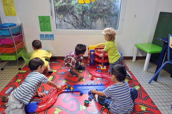 Le changement de rythme peut provoquer un sentiment d'insécurité chez l'enfant. Les pédopsychiatres recommandent aux parents de donner un rythme aux journées afin de le rassurer.