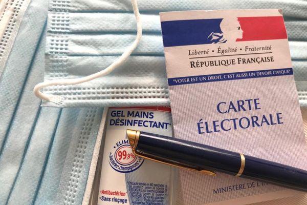 Carte électorale, masque, gel et stylo personnel : l'équipement pour aller voter.
