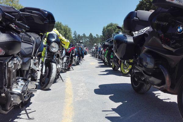 A Dole, 400 motards se sont donnés rendez-vous pour converger vers Besançon et manifester contre la limitation de vitesse à 80 km/h.