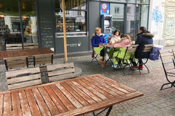 Les Sarrois peuvent de nouveau manger en terrasse à dix personnes par table maximum, si chacun peut présenter un test négatif de moins de 24 heures.