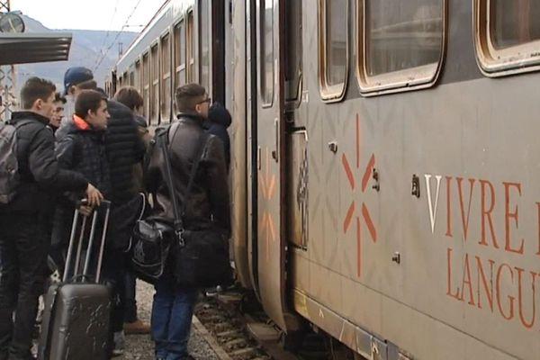 Le train de l'Aubrac, une liaison menacée qui relie Béziers à Clermont-Ferrand via Neussargues.