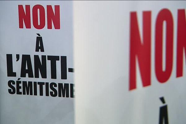 Ce panneau était visible lors du rassemblement contre l'antisémitisme à Nice le 19 février dernier à Nice.