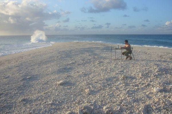 Sylvain SavoIa au travail sur l'île Tromelin