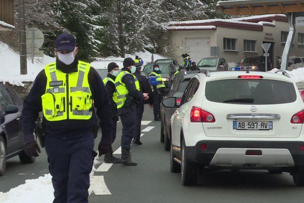 Police aux frontières, douane et gendarmerie ont mené l'opération de contrôle au poste frontière de la Ferrière-sous-Jougne, dans le Doubs.