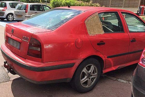 La voiture qui a foncé sur l''employé du magasin Lidl de Saint-Etienne du  Rouvray