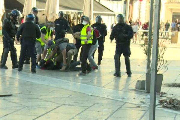 """Les forces de Police ont interpellé 20 personnes samedi 23 mars à Montpellier en marge de l'acte 19 des """" Gilets Jaunes."""""""