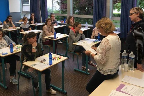 C'est parti pour 4h de philo pour les candidats du lycée Verlaine de Rethel.