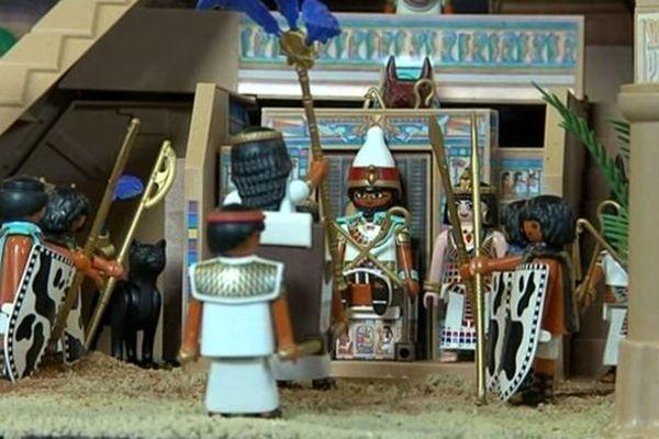 """Les """"Playmobil"""" de l'Egypte antique, une dizaine de figurines parmi les 3000 présentées à l'exposition."""