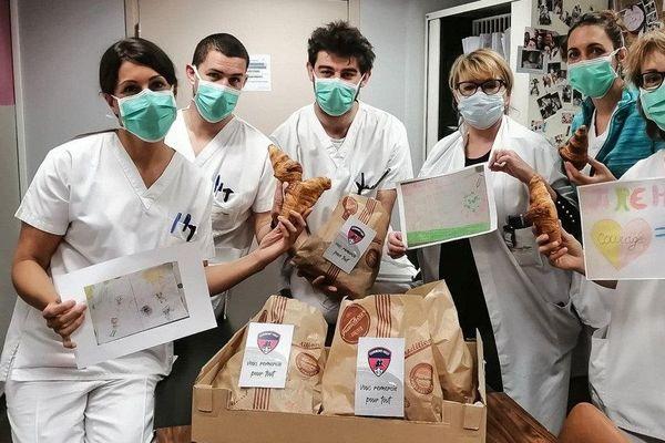 Le Clermont Foot 63 a décidé de plusieurs initiatives à destination du personnel soignant et des personnes défavorisées pour aider dans la lutte contre le coronavirus COVID 19.