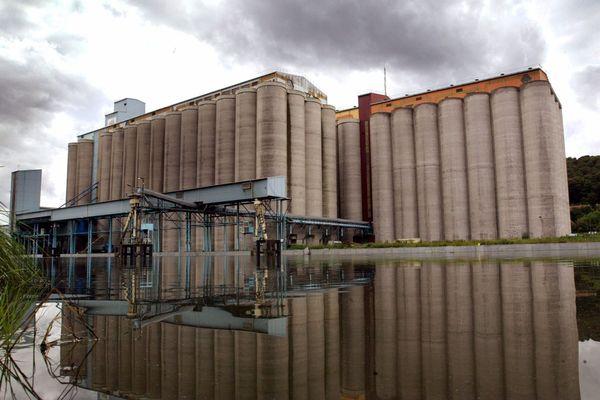 L'employé de Nord Céréales a chuté d'une trentaine de mètres alors qu'il nettoyait les toits d'un silo, photo d'illustration