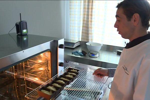 """A 25 ans, Guillaume, atteint de dysphasie, a créé sa propre entreprise de biscuiterie, """"L'Isle ô biscuits"""""""