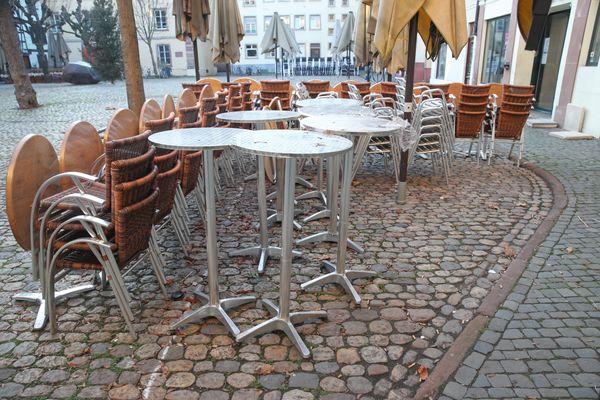 Une quarantaine de députés milite pour la réouverture prochaine des restaurants le midi et en semaine.