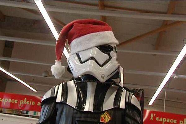 Dans une boutique de Saint-Aunès, dans l'Hérault, les jouets Star Wars sont très convoités.