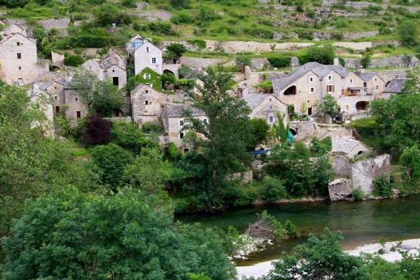 Le village de Sainte-Enimie sur les bords du Tarn, en Lozère.