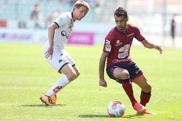 Après une saison passée au Clermont Foot (Ligue 2), le milieu de terrain Farid Boulaya rejoint le SC Bastia (Ligue 1) pour une durée de 4 ans.