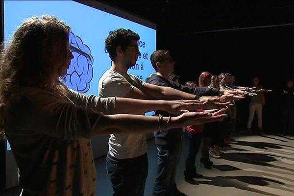 Séance d'hypnose organisée par l'association Hypnotisarium à Grenoble.