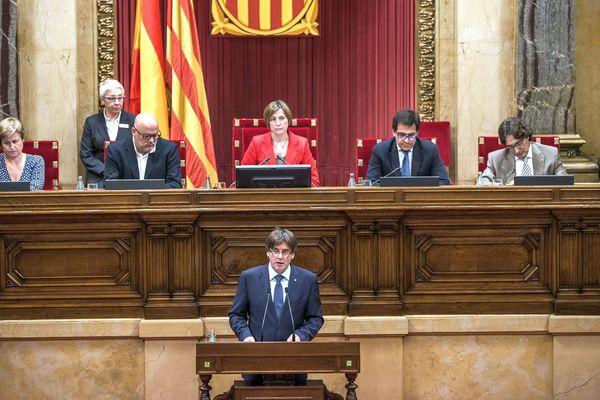 Barcelone (Espagne) - le parlement catalan et le président Carles Puigdemont - 2016.