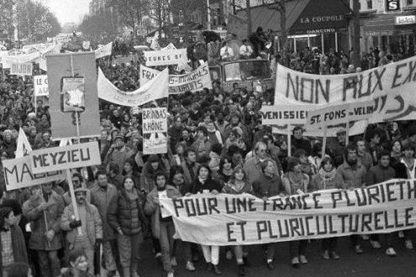 """Partie de Marseille en octobre 1983, la """"Marche pour l'égalité"""" ou Marche des Beurs, rassemblait 100.000 personnes à son arrivée à Paris le 3 décembre."""