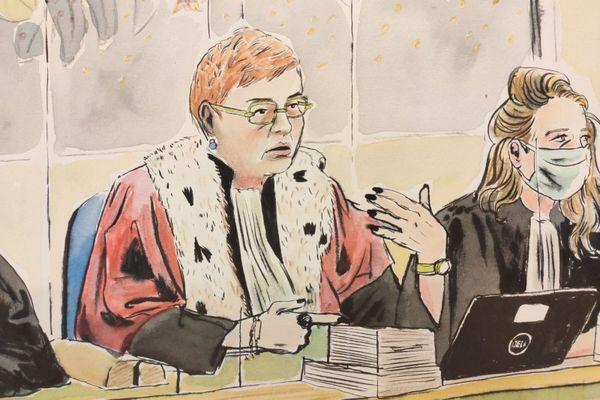Difficile, effectivement, de ne pas remarquer Marie-Cécile Thouzeau, la présidente haute en couleur dans le procès de l'affaire Guittard