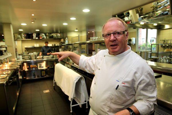 Marc Meurin dans sa cuisine du Château de Beaulieu à Busnes, dans le Pas-de-Calais. Seul deux étoiles de la région Nord Pas-de-Calais.