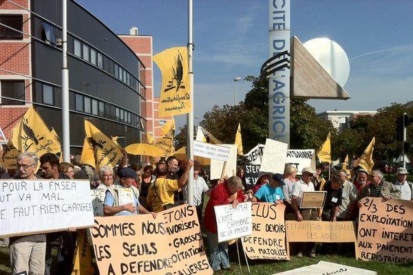 Manifestation de Confédération paysanne devant la chambre régionale d'Agriculture - Orléans - 27 sept 2013