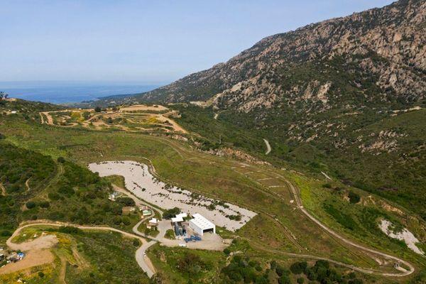 A Ajaccio, le site de Saint-Antoine qui stockait plus de 10.000 balles de déchets est entièrement débarassé.