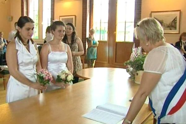 Alice et Sophie officialisaient leur union en juin 2012, un acte sans portée juridique mais symbolique