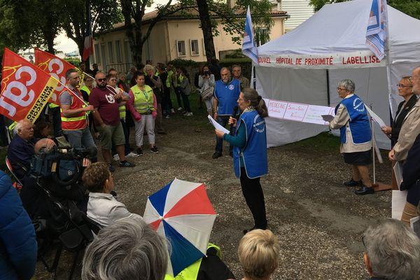 La manifestation de ce vendredi soir se tenait à l'appel de l'association de défense de l'hôpital de Ruffec.