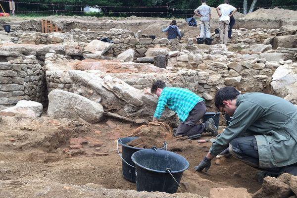 Les fouilles sont menées par 13 archéologues.