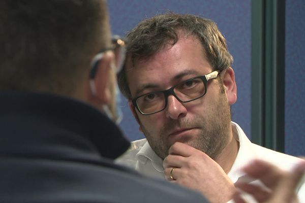 Matthieu Millet répond aux questions de Nicolas Dalaudier, journaliste à France 3 Normandie.