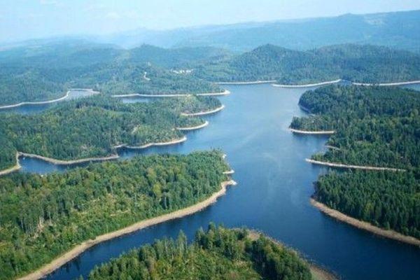 Le lac Pierre-Percée est le plus grand lac artificiel de la Lorraine