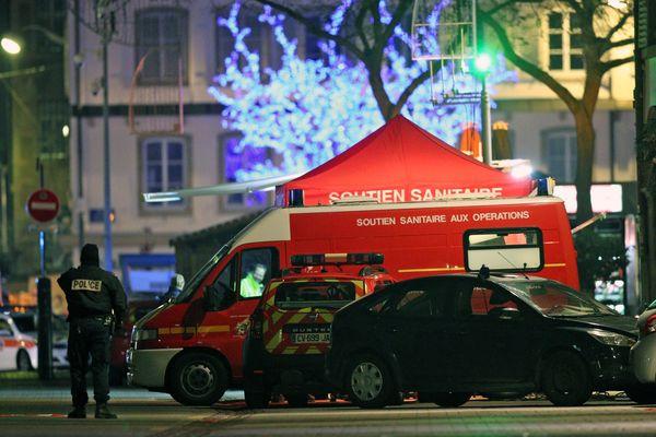 La cellule médico-psychologique place Gutenberg après les coups de feu tirés au marché de Noël au centre ville de Strasbourg ce 11 décembre 2018.